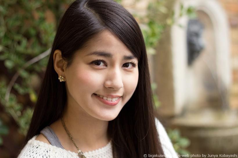 笑顔で微笑む永島優美
